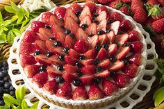 キル フェ ボン期間限定の新作「桃のババロアとイチゴのタルト」芳醇な香りがひろがる華やかな一品 | ニュース - ファッションプレス