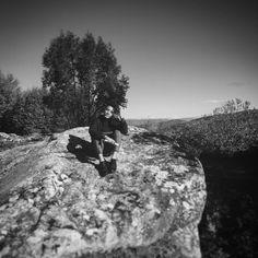 Niente di tutto ciò era cambiato. Come poteva essere rimasto tutto così fermo quando la sua vita era in perenne mutazione? #italy #campania #cilento #cilentolandia #moiodellacivitella #nature #sun #sky #rocks #trees #exscursion #school #schoolday #schooltrip #friends #fun #landscape #landscapephotography #landscaper #landscapestyles #blackandwhite #blackandwhitechallenge #lifestyle #contests #social #branding #success #agency #travel #travels