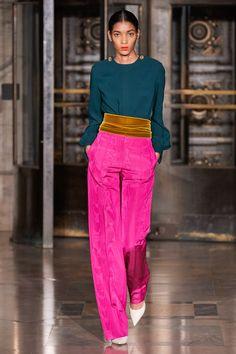 Oscar de la Renta Fall 2020 Ready-to-Wear Fashion Show - Oscar de la Renta Fall 2020 Ready-to-Wear Collection – Vogue - 2020 Fashion Trends, Fashion 2020, Runway Fashion, Fashion Outfits, 2000s Fashion, Street Fashion, Color Blocking Outfits, Elle Fashion, Daily Fashion