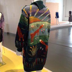 Billedresultat for sirkka könönen Hand Knitting, Knitting Patterns, Crochet Patterns, Knitting Ideas, Cool Jumpers, Knitted Coat, Fabric Manipulation, Textile Artists, Knitting Projects