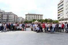 Foto di Gruppo in Piazza della Rinascita Pescara con Assegno AIRC