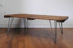 Ruokapöytä vanhaa puuta pinnajalat metallia