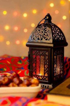 20 Peaceful And Calming Ramadan Lights Decoration - Styles & Decor Ramadan Dp, Ramadan Poster, Ramadan Images, Ramadan Wishes, Ramadan Greetings, Ramadan Gifts, Islamic Wallpaper Hd, Quran Wallpaper, Muslim Images
