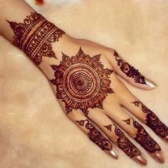 We are have geometric shapes and earthy designs to decorate our hands with mehndi for a long time now. Here are some highly fancied round mehndi designs. Wanting a wedding henna designs or Mehndi black tattoo then CLICK Visit link for more info Henna Hand Designs, Eid Mehndi Designs, Mehndi Design 2015, Round Mehndi Design, Indian Henna Designs, Beautiful Henna Designs, Mehndi Patterns, Latest Mehndi Designs, Mehndi Designs For Hands