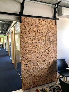 verschuifbare kurk deur Cork Flooring, Rubber Flooring, Soundproof Basement Ceiling, Cork Wall Tiles, Cork Panels, Café Bar, Bedroom Pictures, New Wall, Door Design