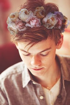 this is an amazing edit of Thomas wearing a flower crown.