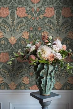 Sophisticated classic floral wallpaper Anita is a true feast for the eyes. Design wallpaper Anita's intense effect is a result of the multi-dimensi. Wallpaper Samples, Wall Wallpaper, Pattern Wallpaper, Green Wallpaper, Wallpaper Lounge, Flower Wallpaper, Light Mint Green, Light Beige, White Light