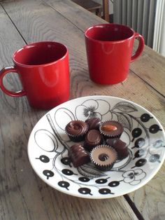 iittala teema red mug Red Mug, Mugs, Tableware, Desserts, Furniture, Food, Design, Dinnerware, Deserts
