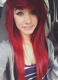 Scene hair<<< How do u do that? Like gow do you get your bangs and hair like that?