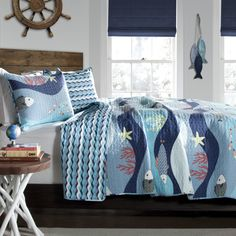 Feel like you're sleeping at an aquarium with this delightful sheet set. Made with 100 percent cotton, this sheet set is as comfortable as it is  decorative.