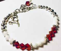 Jewelry Making Bracelets Red and White Bead Christmas Bracelet - This Christmas bracelet features red Cleaning Silver Jewelry, Clean Gold Jewelry, I Love Jewelry, Jewelry Design, Jewelry Shop, Jewelry Making Beads, Beaded Jewelry, Jewelry Bracelets, Handmade Jewelry