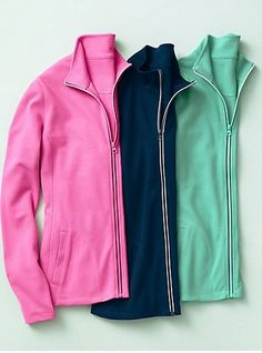 Why pick just one when you can have all three? If you're looking for the perfect stylish meets sporty zip-up jacket for those weekend errands, you've found your match.