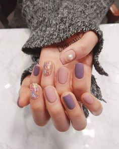 Minimalist nails - Pin by Nagel Design on Nagel Design in 2019 – Minimalist nails Minimalist Nails, Shellac Designs, Nail Designs, Stylish Nails, Trendy Nails, Love Nails, My Nails, Opal Nails, Matte Nails