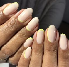 The advantage of the gel is that it allows you to enjoy your French manicure for a long time. There are four different ways to make a French manicure on gel nails. Minimalist Nails, Cute Nails, Pretty Nails, Nail Manicure, Nail Polish, Milky Nails, Exotic Nails, Nagellack Trends, Hair Skin Nails