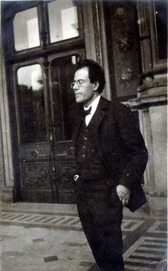 Mahler outside Opera House in Vienna
