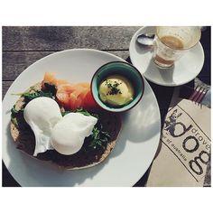 Ich mag zurück nach Amsterdam! Wo man noch im Pulli in der Sonne frühstücken konnte... ☀️ #eggsbenedict #breakfastinthesun #sonnenbaden #droversdog #amsterdam #frühstückliebe #foodblogger #fraeuleinchenunterwegs #fraeuleinchensu