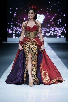 ANNE AVANTIE, batik.... Woww