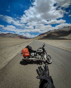 My Dreams In Life, Royal Enfield Wallpapers, Royal Enfield Modified, Mercedes Suv, Leh Ladakh, Royal Enfield Bullet, Doraemon Wallpapers, Old Motorcycles, Cute Love Couple