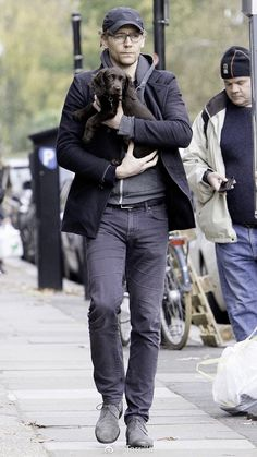 Tom Hiddleston spotted on the streets of London today with his new puppy :)  11/9/17