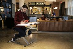 The Edge Desk Is a Great Solution for Modern On-The-Go Office Workers
