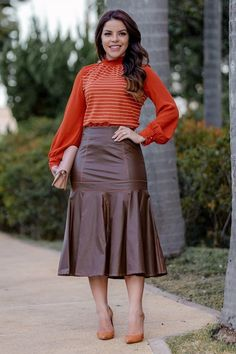 Burgundy Skirt Outfit, Red Skirt Outfits, Cute Dress Outfits, Midi Skirt Outfit, Winter Skirt Outfit, Modest Outfits, Cute Casual Outfits, Stylish Outfits, Fall Outfits