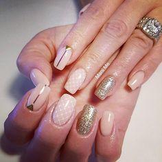 #nails #gelnails #glitter #glittergasm #lace #naturalnails #nailsonfleek #nailswag #nailsofinstagram @glittergasm71 @faburnails @rachelhaaren