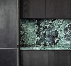Verde Alpi is An elegant Italian marble extracted from Val d'Aosta's quarries, of a color varying from dark to light green with clear Green Marble Bathroom, Marble Bathtub, Modern Kitchen Interiors, Artistic Tile, Stone Bench, Italian Marble, Style Tile, Marble Countertops, Floor Design