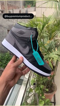 Luxury Shoes, Nike Pros, Jordans Sneakers, Basketball Shoes, Indian Fashion, Nike Air Force, Running Shoes, Fashion Shoes, Vans