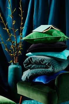 -Love these saturated colours - Stunning soft furnishings inspired by character, Eadie - The Interiors Addict My Living Room, Living Room Decor, Bedroom Decor, Bedroom Furniture, Green Rooms, Bedroom Green, Home And Deco, Colour Schemes, Room Colors
