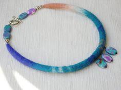 Wool Felt Necklace Collar Choker Lariat with Howlite by IRINAFELT, €21.00
