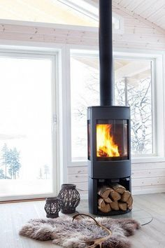Fantastic No Cost Pellet Stove free standing Ideas Pellet cookers are the way to economise whilst keeping hot in the course of these care-free winter in home. Home Fireplace, Fireplace Design, Fireplaces, Fireplace Ideas, Shiplap Fireplace, Modern Fireplace, Freestanding Fireplace, Deco Nature, Decoration Inspiration