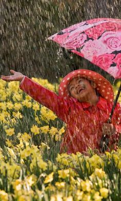 Baby dance in rain Wallpapers App for Android