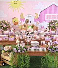 Festa fazendinha 💕💕💕 Por @stylesalvador #mae_festeira #maefesteirafazendinha #festafazendinha Baby Girl Birthday Theme, Prince Birthday Party, Birthday In Heaven, Farm Animal Birthday, 1st Birthday Girls, 2nd Birthday Parties, Farm Themed Party, Farm Party, Cowgirl Party