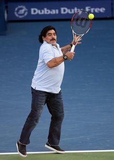 Maradona gioca a tennis, magie con la pallina