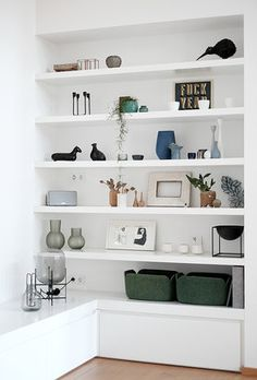 how to style bookcase, how to style open shelves, open shelf decor ideas in modern coasta living room or open shelves in modern home office with gold accents Home Living Room, Interior Design Living Room, Living Room Decor, Interior Livingroom, Living Room Shelves, Home Decor Accessories, Cheap Home Decor, Home Remodeling, Shelving Decor