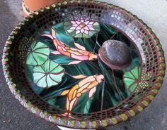 Ideas bird bath planter mosaic birdbath for 2019 Mosaic Birdbath, Mosaic Garden Art, Mosaic Tile Art, Mosaic Vase, Mosaic Birds, Mosaic Diy, Mosaic Crafts, Mosaic Projects, Stained Glass Projects