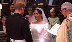 Meghan a princ Harry si vyměňují manželský slib.