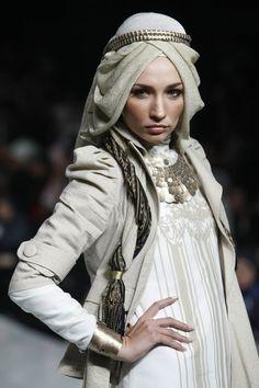 fashion/ ohhh I love this for a wedding hijab. Maybe change the headband to fall lower on my head. Muslim Women Fashion, Arab Fashion, Islamic Fashion, Modest Fashion, Fashion Outfits, Womens Fashion, Fashion 2015, Style Fashion, Fashion Design