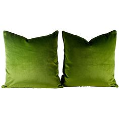 Pre-Owned Green Silk Velvet Pillows Pair (550 CAD) ❤ liked on Polyvore featuring home, home decor, throw pillows, green, green toss pillows, green accent pillows, set of 2 throw pillows, green throw pillows and green home decor