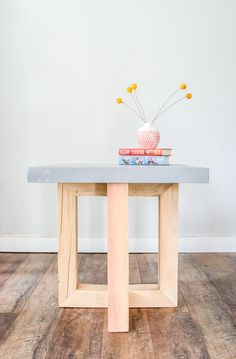 How to make a DIY geometric concrete and wood side table How to make a DIY geometric concrete and wood side table The post How to make a DIY geometric concrete and wood side table appeared first on Wohnaccessoires. Side Table Decor, Outdoor Side Table, Wooden Side Table, Diy Table, Table Decorations, Side Tables, Rustic Side Table, Table Beton, Concrete Table