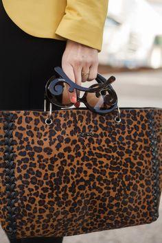 Todas las imágenes de street style en Mercedes Benz Fashion Week Madrid: gafas de Prada