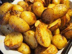 Smöriga bakade potatisa... | Nina Hermansen - Niiinis Kitchenlife Kitchen Cabinet Design, Farmhouse Kitchen Decor, Kitchen Backsplash, Kitchen Taps, Food Preparation, Stir Fry, Italian Recipes, Bacon, Curry