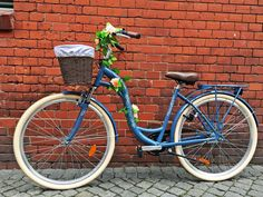 Blue bicycle with DIY basket lining 1 - lilmissboho.com