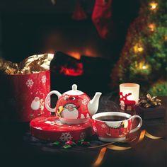 Ceainic de Craciun - 49 LEI     Un cadou perfect pentru persoanele dragi in timpul sarbatorilor de iarna. Atat cescuta, cat si ceainicul au imprimeu de sarbatoare.  Setul este oferit intr-o superba cutie rosie cu stelute argintii.