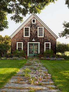 Oh, to escape to New Hampshire and live in this beautiful farmhouse! #countryliving