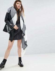 ASOS - Écharpe carrée oversize à gros carreaux - Noir et blanc at asos.com f4ebdbfa57d