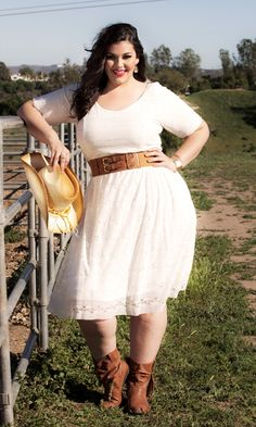 Be a classic beauty in this plus size lace dress with vintage flair! This semi-formal dress has a fitted bodice and sleeve.