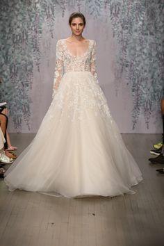Monique-Lhuillier-Wedding-Dress-Collection-NYC-Bridal-Fashion-Week-Bridal-Musings-Wedding-Blog-14.jpg (630×945)