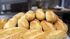 Ekte fransk baguette Hot Dog Buns, Hot Dogs, Baguette, Bon Appetit, Hamburger, Food And Drink, Favorite Recipes, Bread, Baking
