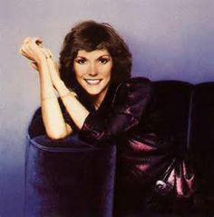 Karen Anne Carpenter (March 2, 1950 – February 4, 1983) was an American singer & drummer. She & her brother, Richard, formed the 1970s duo The Carpenters. Her skills as a drummer earned admiration from drumming peers, but she is best known for her vocal performances. She had a contralto vocal range. Karen suffered from anorexia nervosa & she died from heart failure caused by complications related to her illness. Her death led to increased visibility & awareness of eating disorders. Richard Carpenter, Karen Carpenter, Causes Of Heart Failure, Karen Richards, Vocal Range, Anorexia, Her Brother, Girl Next Door, Female Singers